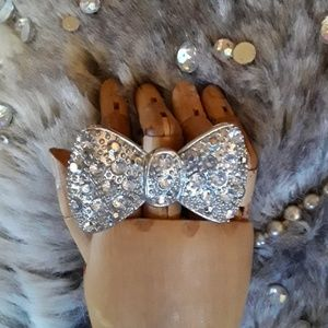 Jewelry - NWOT Glam Bowtie Ring